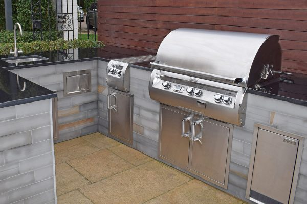 Barry Law Echelon Outdoor Kitchen